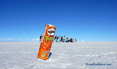 Little people and the pringles can optical illusion